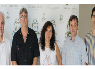 El doctor Osvaldo Podhajcer, jefe del Laboratorio de Terapia Molecular y Celular del Instituto Leloir, junto a integrantes de su laboratorio